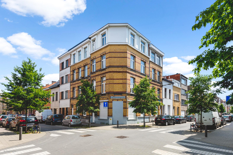 Volledig gerenoveerd appartement in charmant gebouw! afbeelding 1