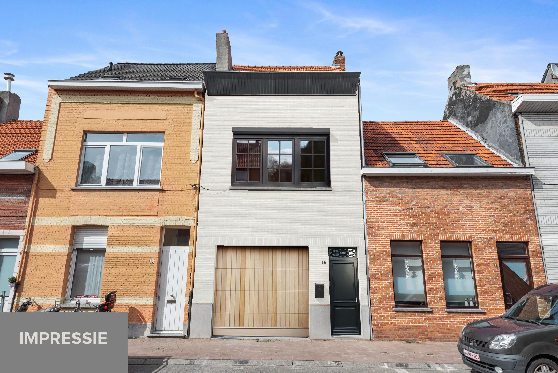 Zeer mooie bel-étage woning met inpandige garage en gezellige patio! afbeelding 1