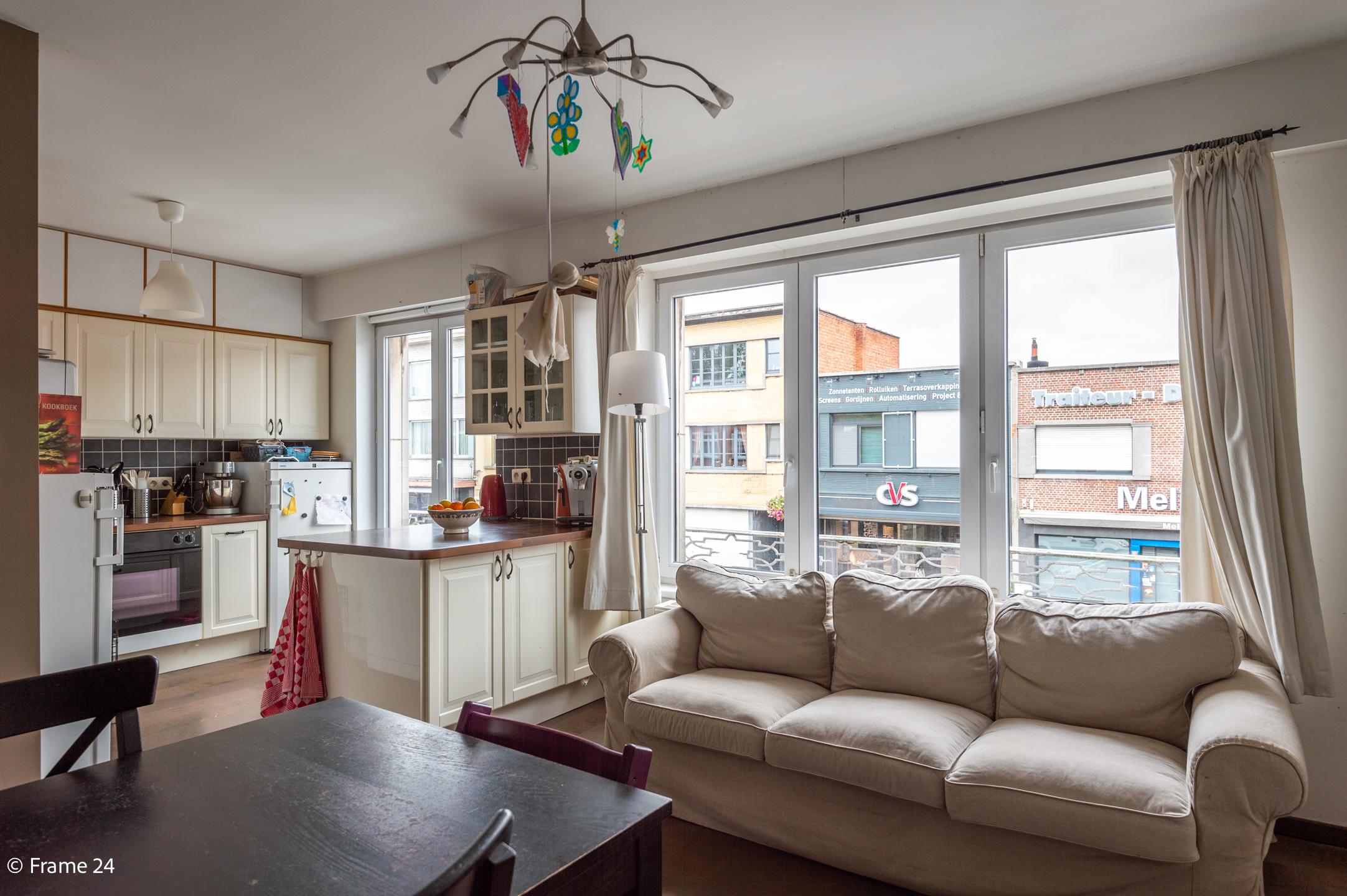 Halfopen woning met praktijkruimte/kantoor op een zeer centrale locatie te Wijnegem! afbeelding 11
