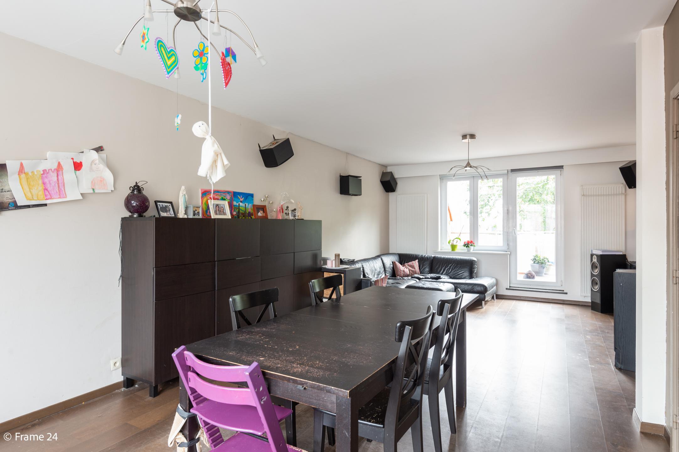 Halfopen woning met praktijkruimte/kantoor op een zeer centrale locatie te Wijnegem! afbeelding 14