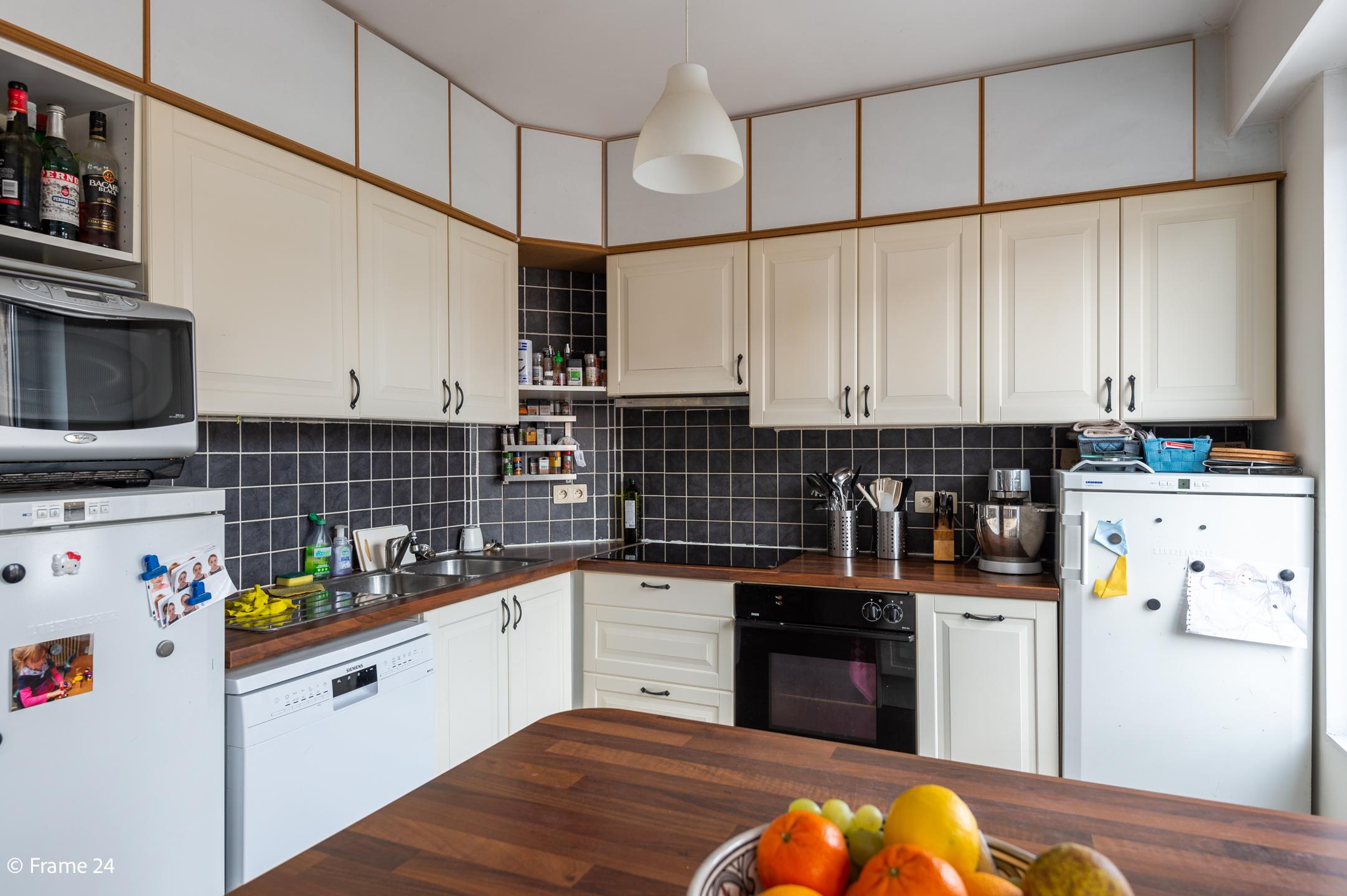 Halfopen woning met praktijkruimte/kantoor op een zeer centrale locatie te Wijnegem! afbeelding 12