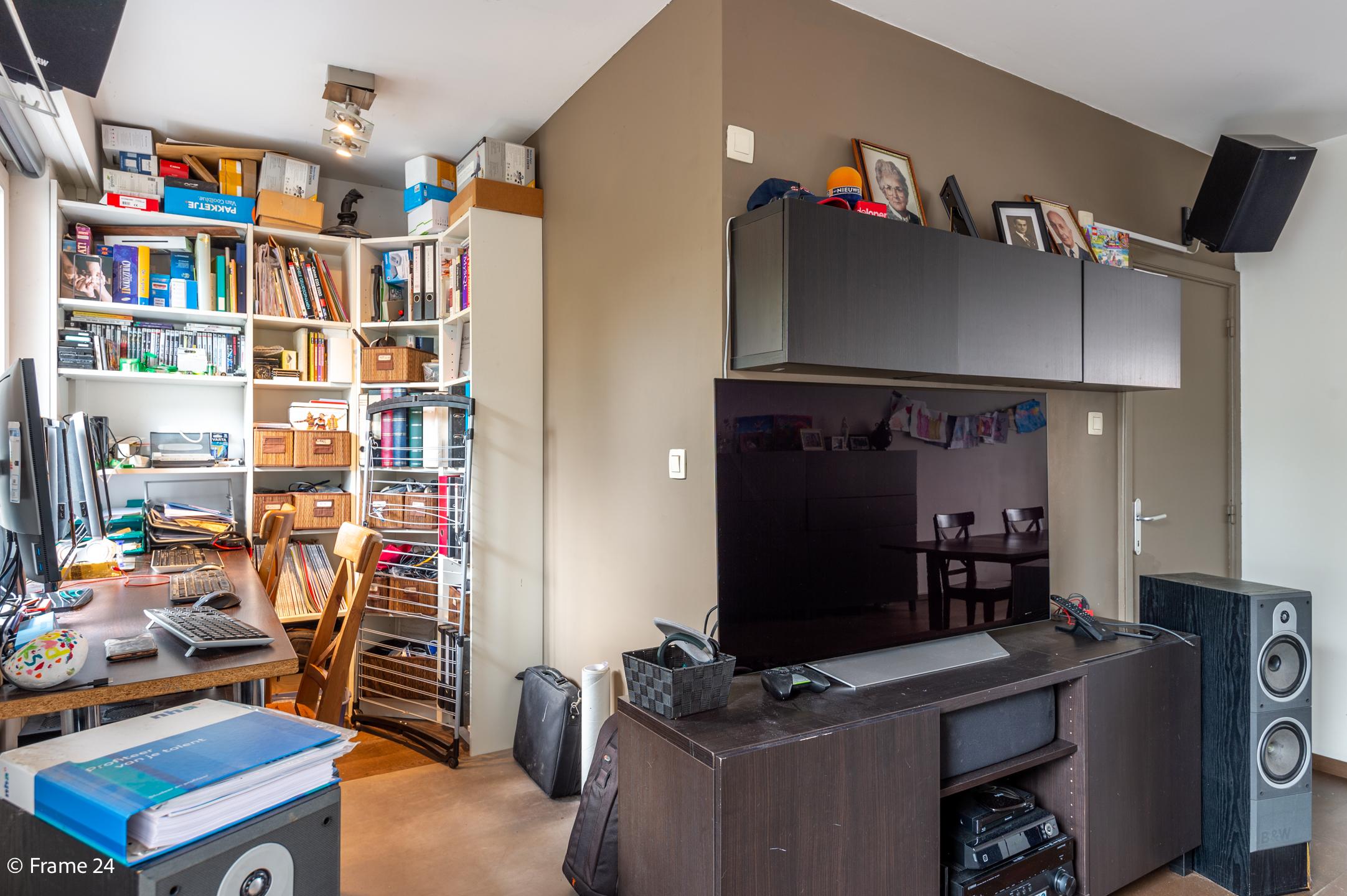 Halfopen woning met praktijkruimte/kantoor op een zeer centrale locatie te Wijnegem! afbeelding 17