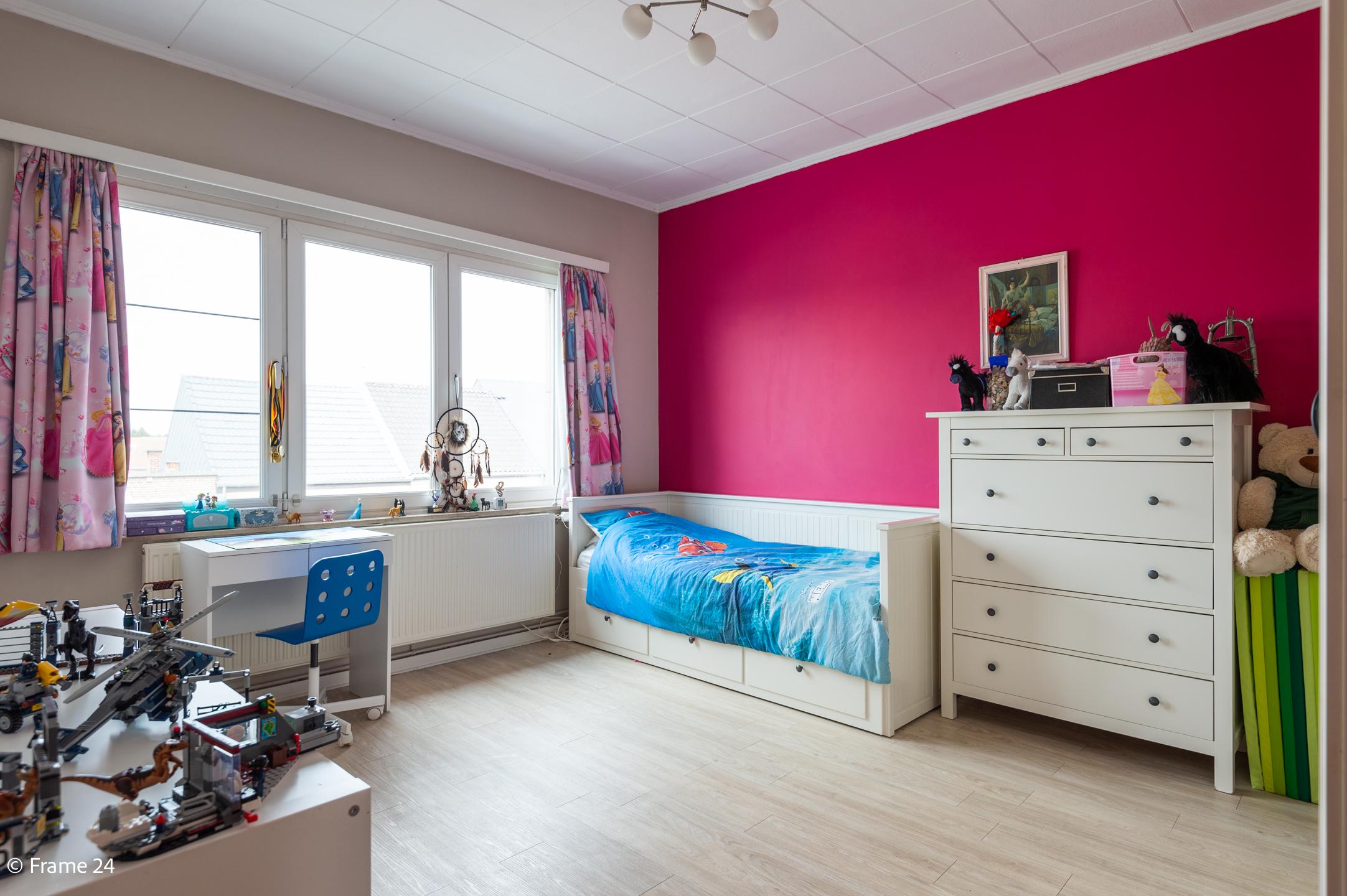 Halfopen woning met praktijkruimte/kantoor op een zeer centrale locatie te Wijnegem! afbeelding 18