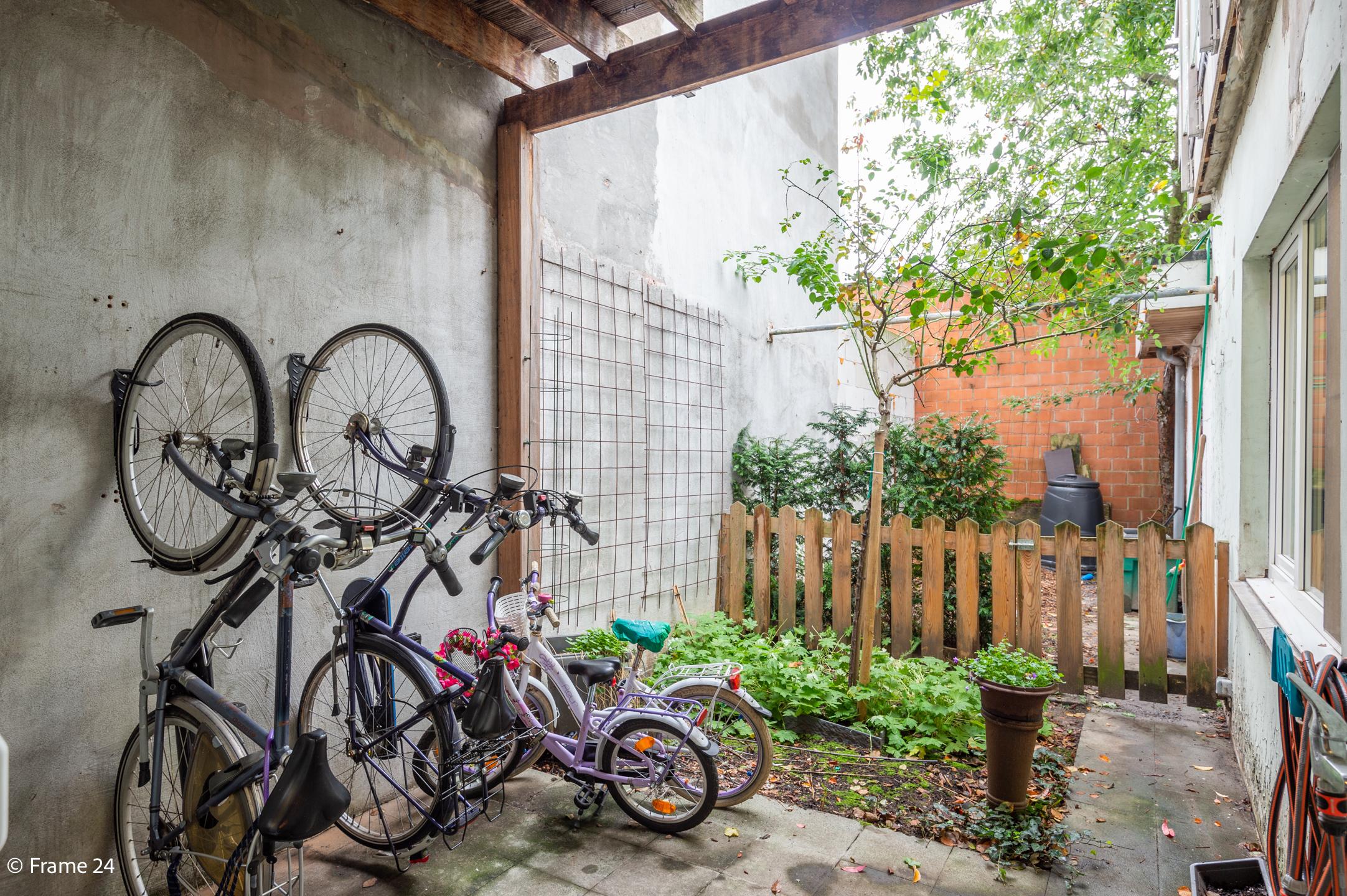 Halfopen woning met praktijkruimte/kantoor op een zeer centrale locatie te Wijnegem! afbeelding 7