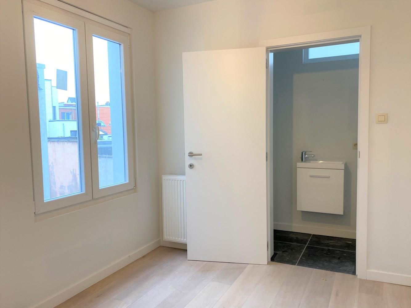 Volledig gerenoveerd appartement met 2 slk op centrale locatie in Borgerhout afbeelding 10