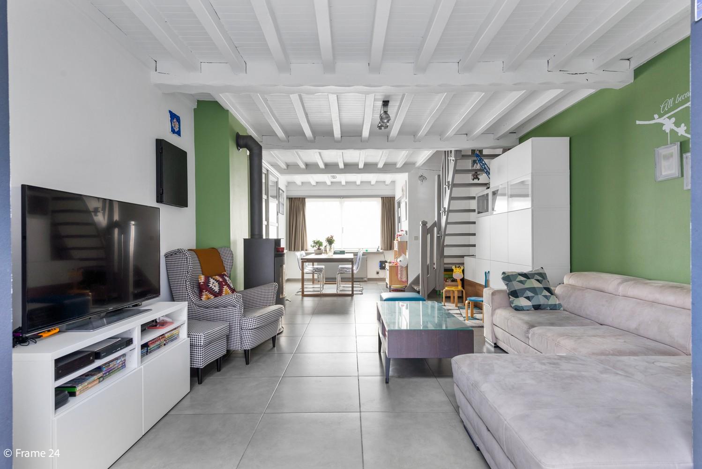 Instapklare woning met gezellige tuin op een centrale locatie in Wijnegem! afbeelding 2