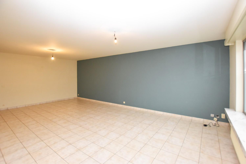 Zeer ruim gelijkvloers appartement met tuin en garagebox te Wommelgem! afbeelding 3