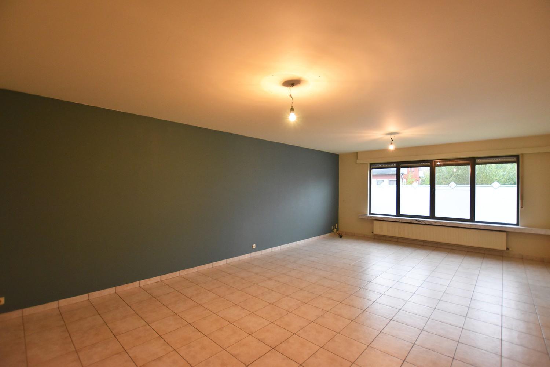 Zeer ruim gelijkvloers appartement met tuin en garagebox te Wommelgem! afbeelding 2