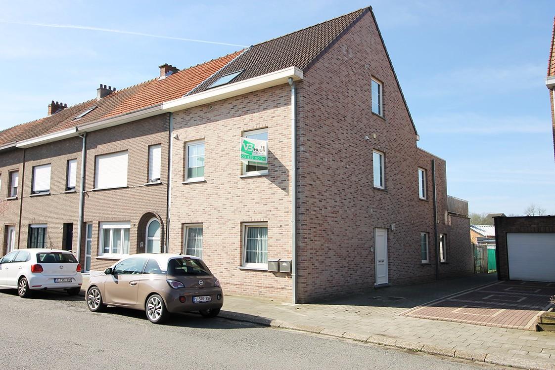 Zeer ruim en modern duplex-appartement met drie slaapkamers en groot dakterras (23 m²) te Wijnegem! afbeelding 1