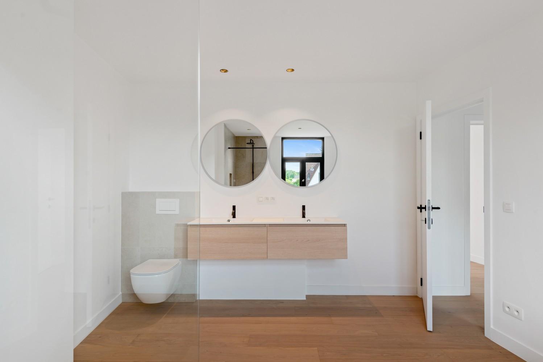 Volledig gerenoveerde woning met 3 slaapkamers op een gunstige locatie in Brasschaat! afbeelding 1