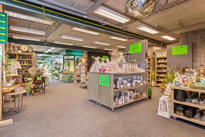 Groot winkelpand te koop met magazijn en buitenruimte te Kapellen! afbeelding 2