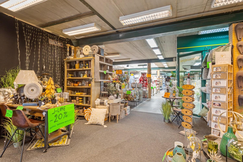 Groot winkelpand te koop met magazijn en buitenruimte te Kapellen! afbeelding 3