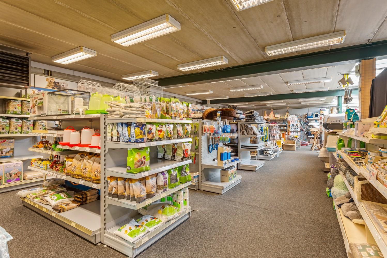 Groot winkelpand te koop met magazijn en buitenruimte te Kapellen! afbeelding 4