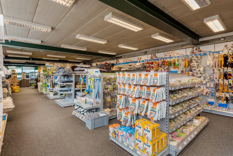 Groot winkelpand te koop met magazijn en buitenruimte te Kapellen! afbeelding 5